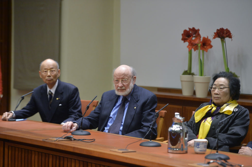 William Campbell (center) at a press conference earlier this week in Stockholm with fellow Nobel Laureates in Physiology or Medicine, Satoshi Omura (left) and Tu Youyou (right).