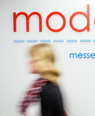 Moderna sign