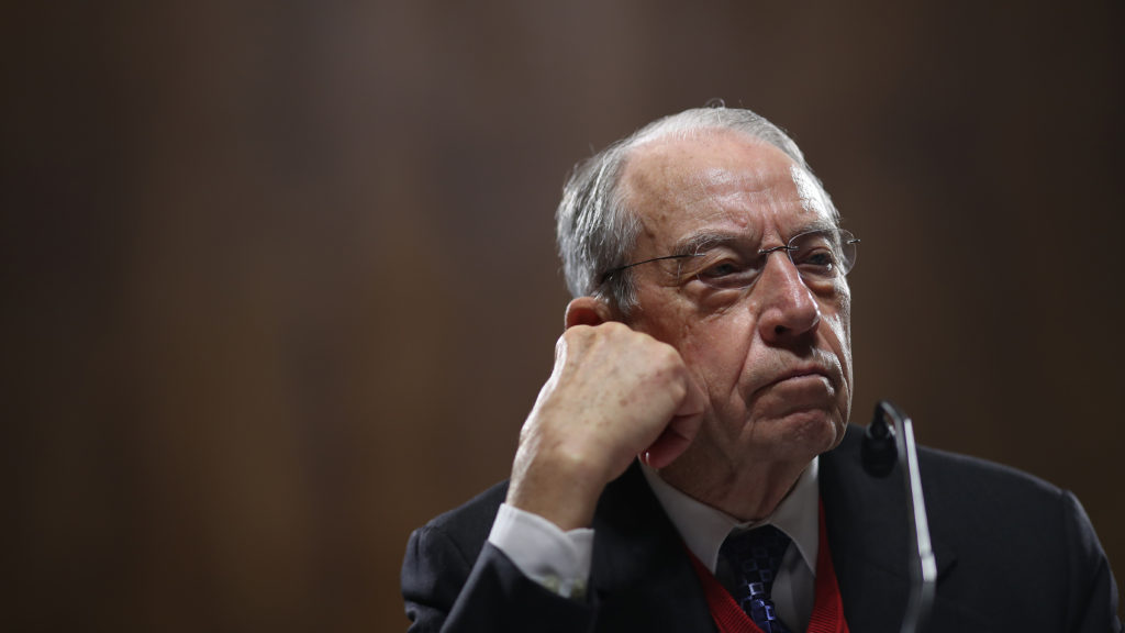 Key senators call 5 pharmacy middlemen to testify about drug prices