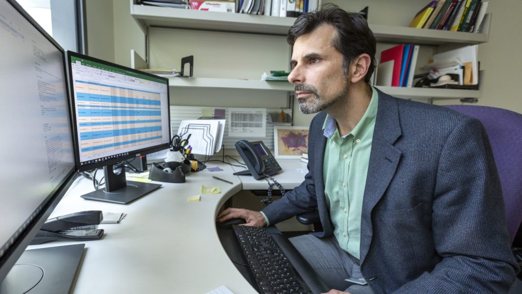 Study highlights challenges in using artificial intelligence to personalize cancer treatment