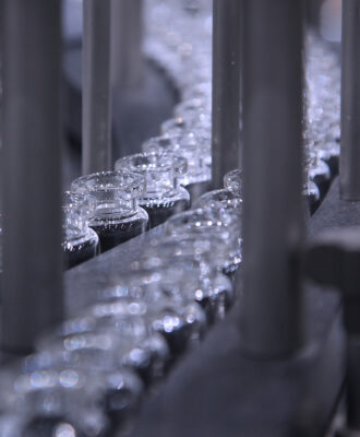 glass vials/conveyor belt
