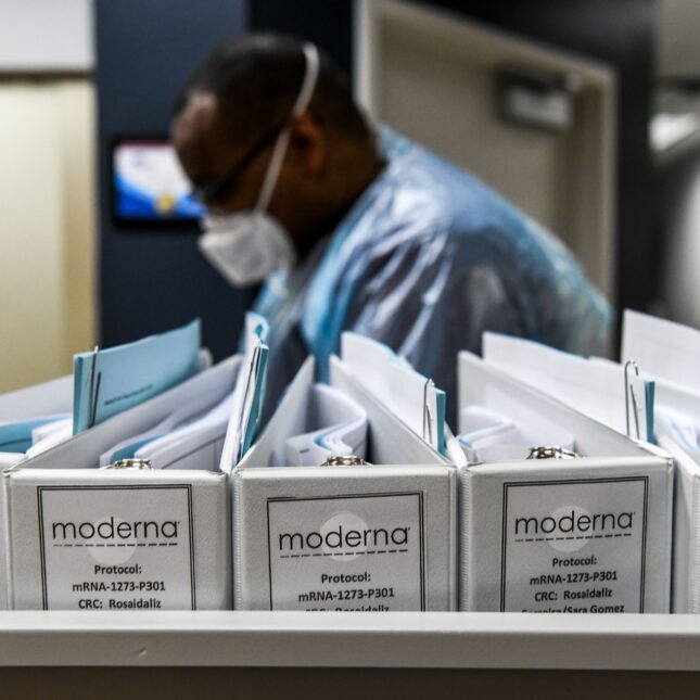 United States  authorises Moderna's COVID-19 vaccine for emergency use