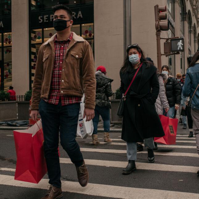 Midtown, Manhattan shoppers open economy