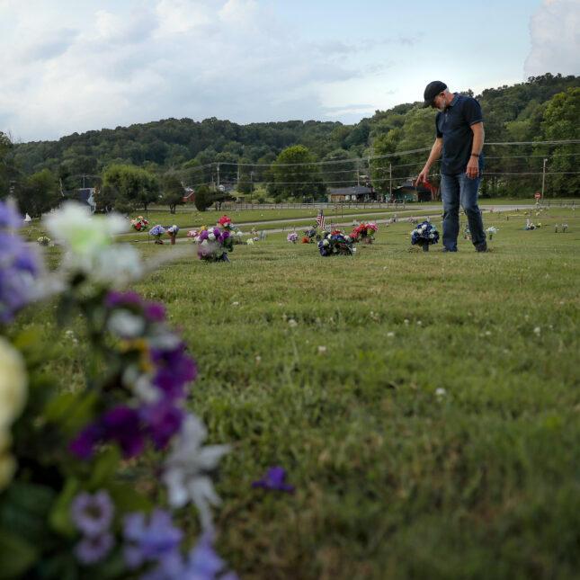 opioids death toll -- gravesite