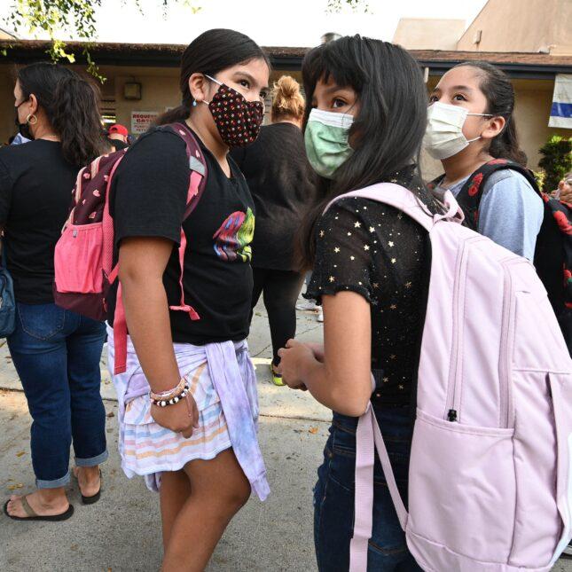 elementary school students wearing masks